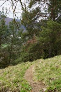 Der Weg ist teils sehr eng und steil.
