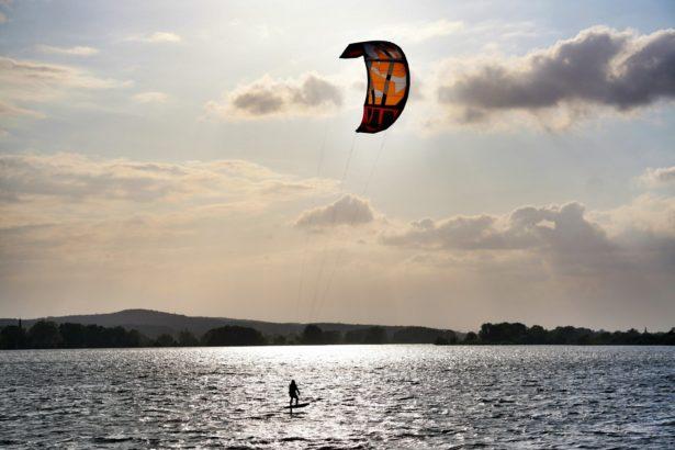 Kitesurfer am Altmühlsee